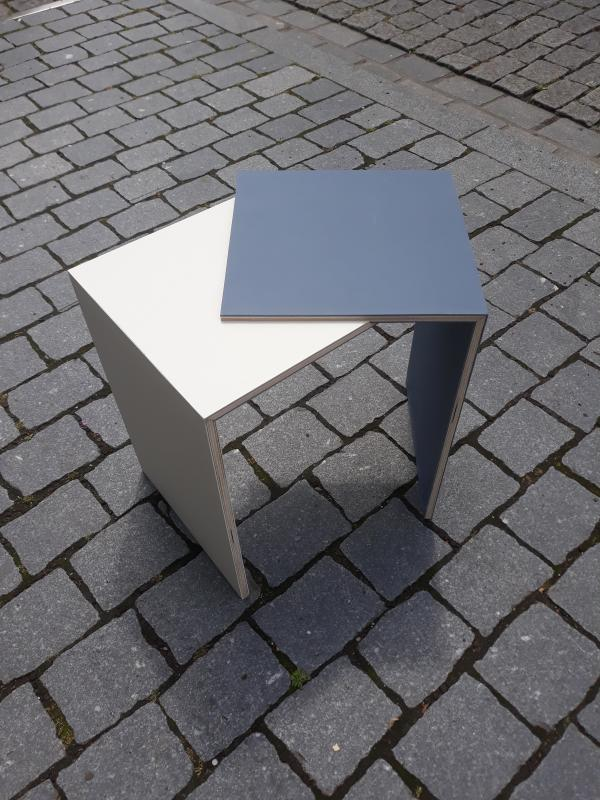 Little desktop table